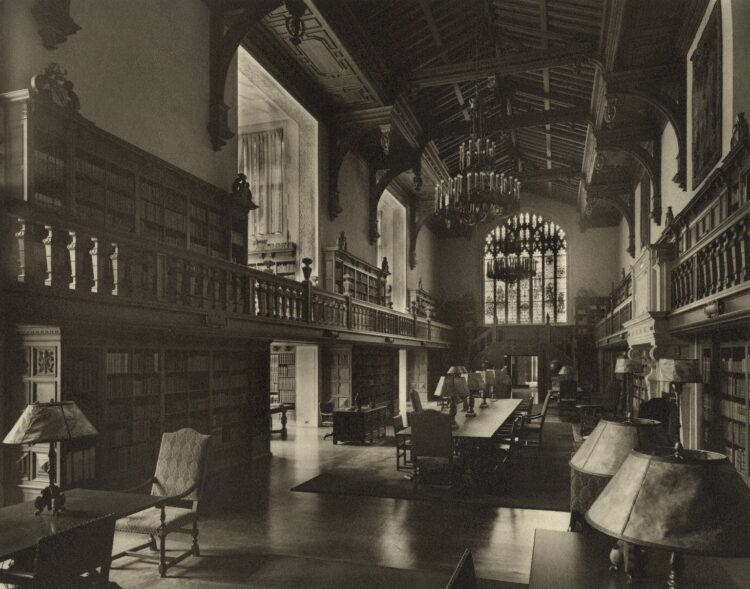 B&W photo of the Folger Reading Room from 1931.